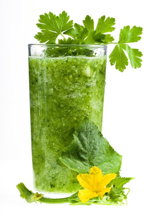 Green-Smoothie-blume-shutterstock_56192113