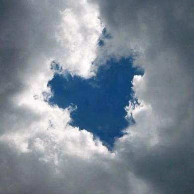 dziura_chmury_serce